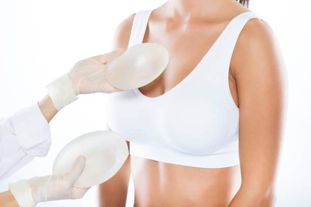 Powiększenie i modelowanie piersi – wskazania, warianty zabiegu, cena